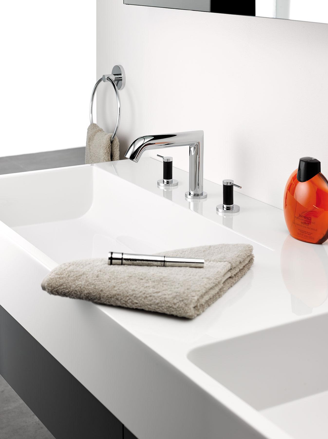 Modern Anoa Deck Mount Faucet