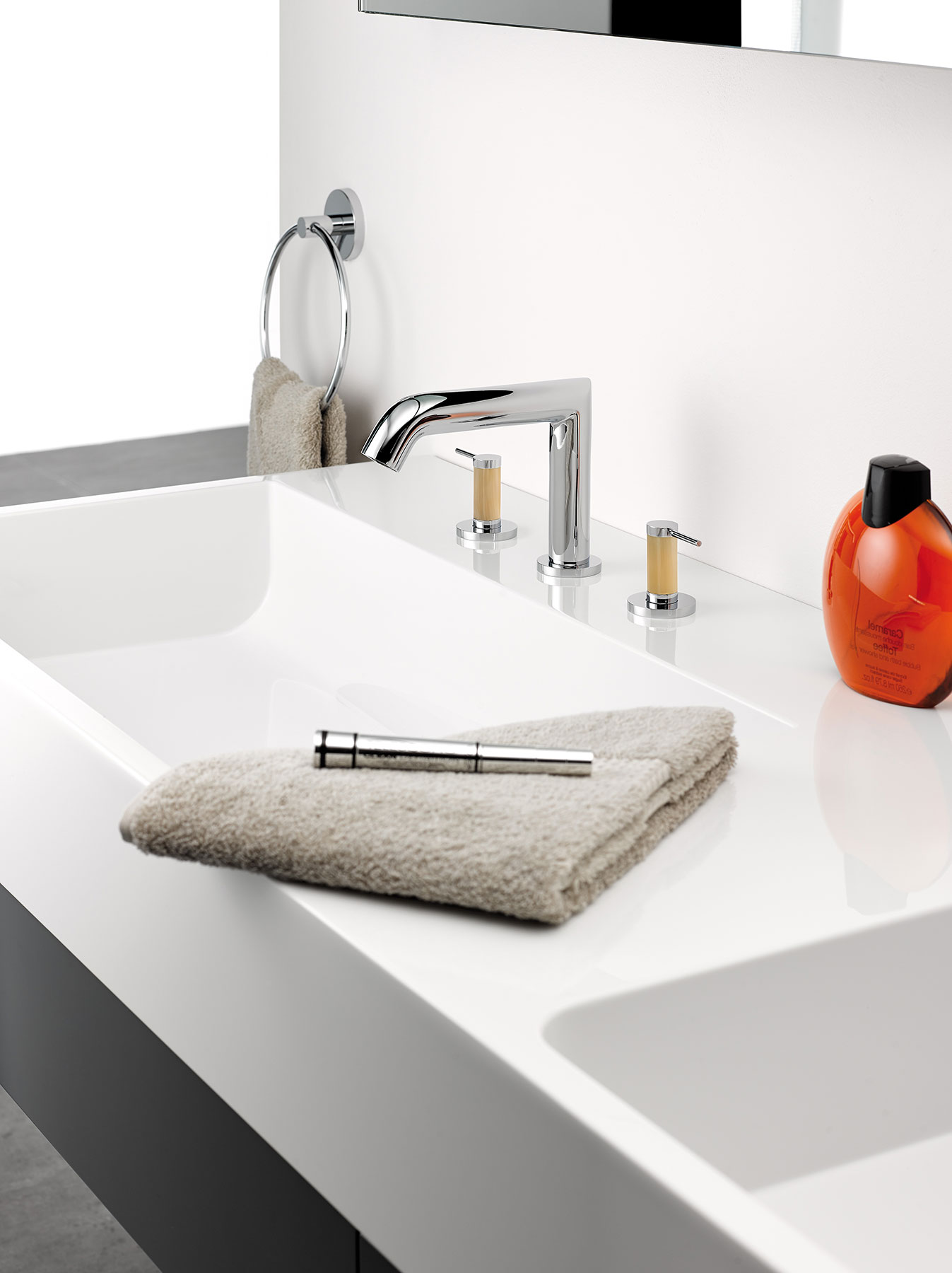Transitional AnoaDeck Mount Faucet
