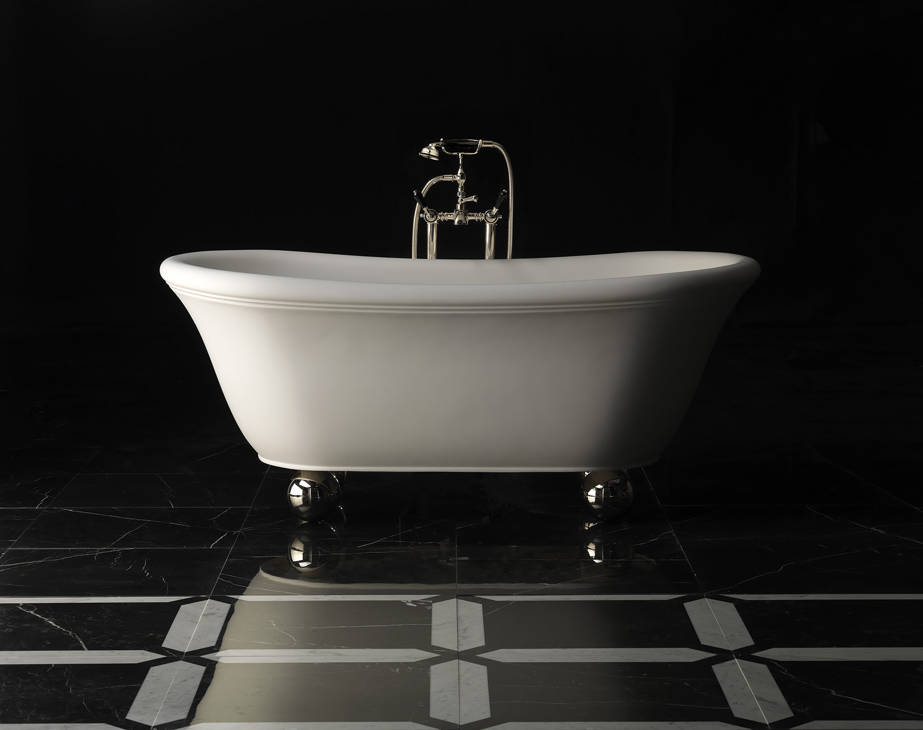 Transitional Aurora Bijoux Freestanding Bathtub