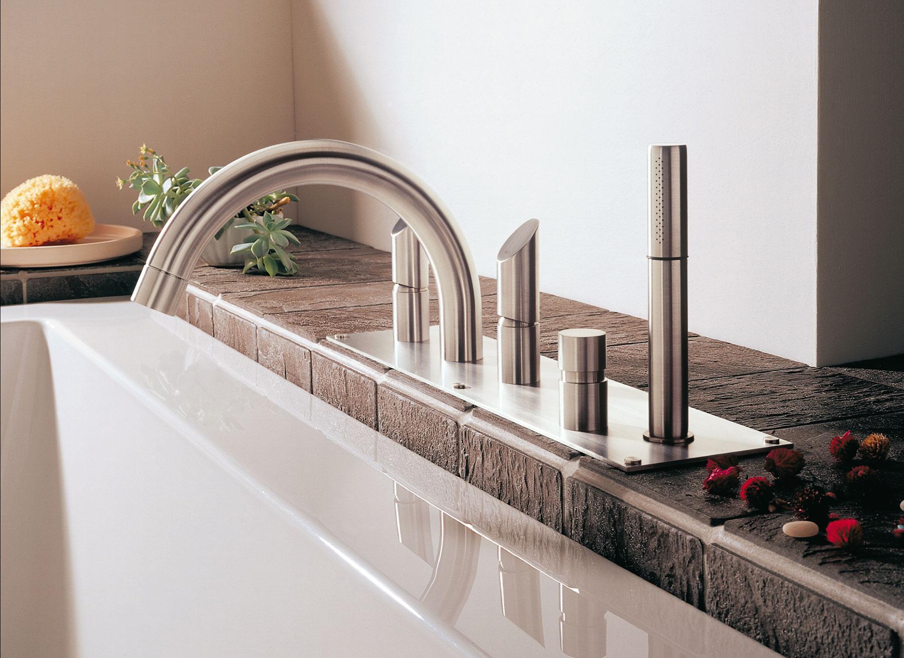 Modern Beauty Deck Mount Tub Filler