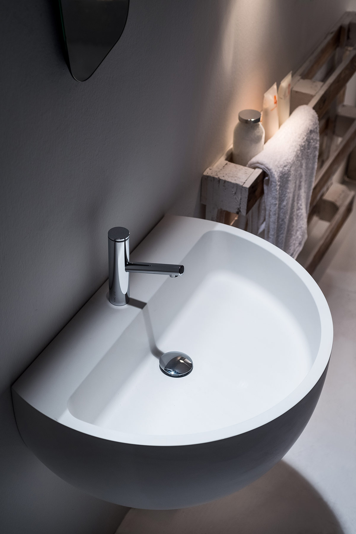 Transitional Bowl Wall Mount Washbasin