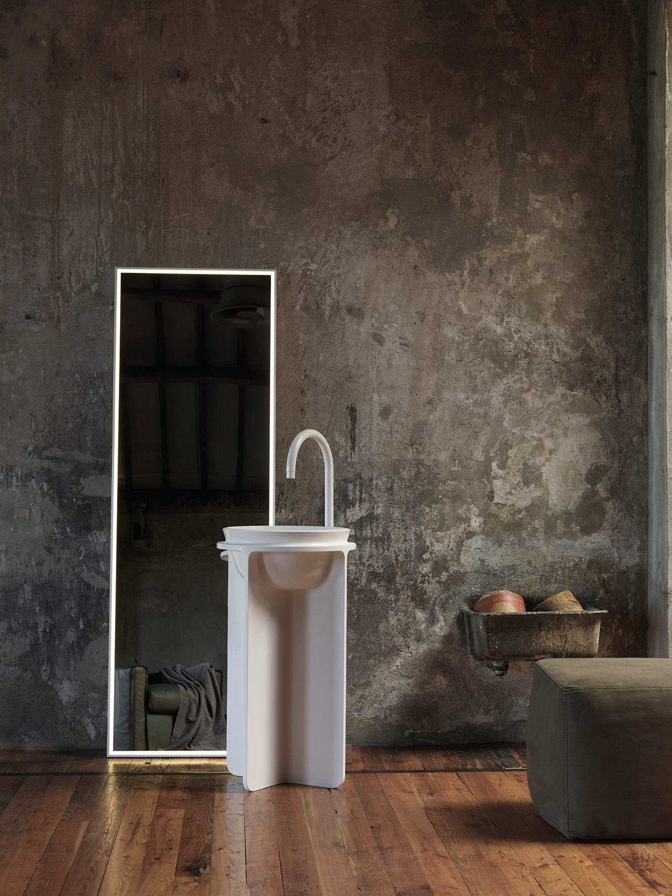 Transitional Controstampo Freestanding Washbasin