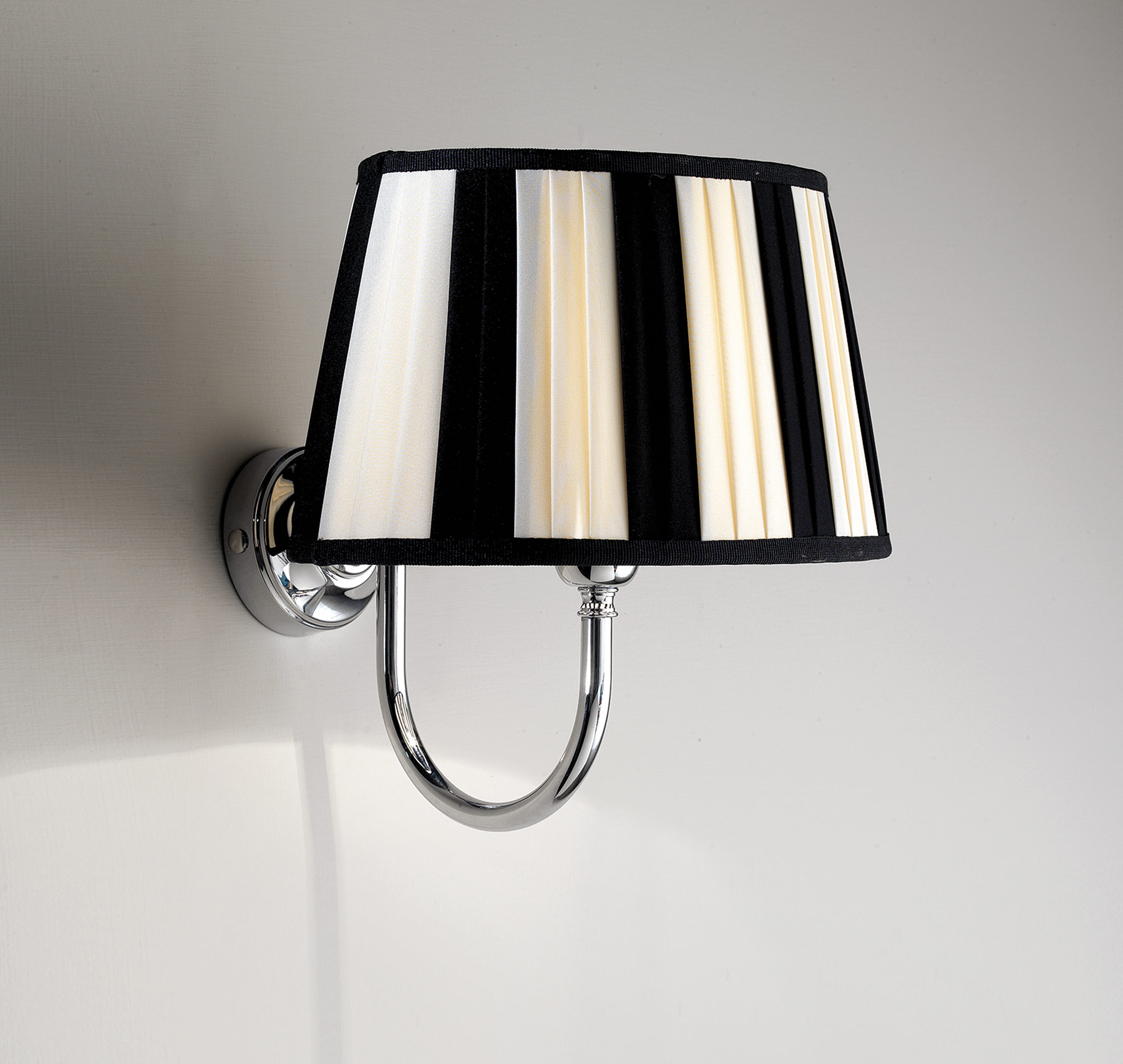 Traditional Decor Wall Mount Lamp
