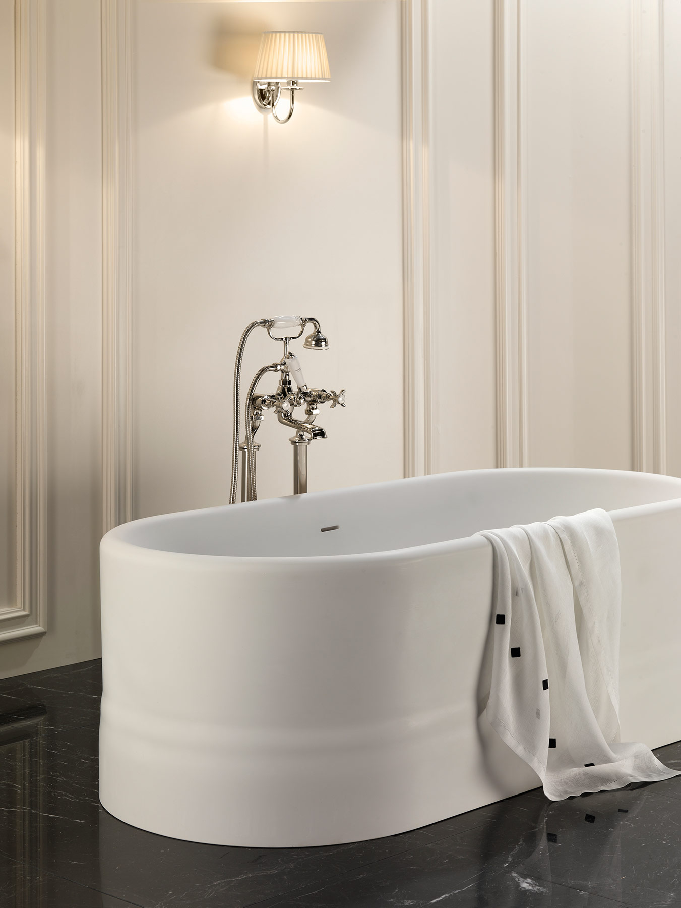 Transitional Diva Freestanding Bathtub