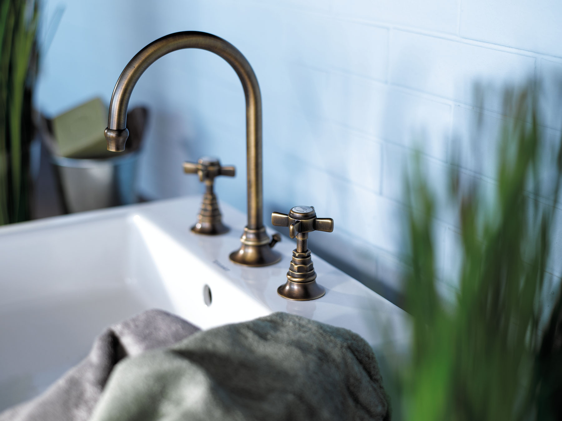 Traditional Dover Deck Mount Faucet