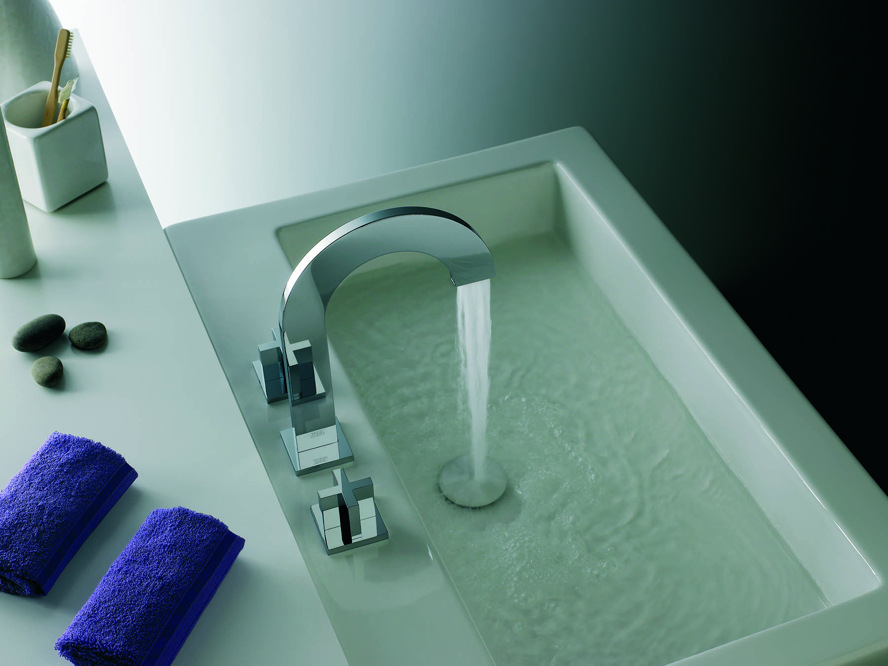 Modern Edge Cross Deck Mount Faucet