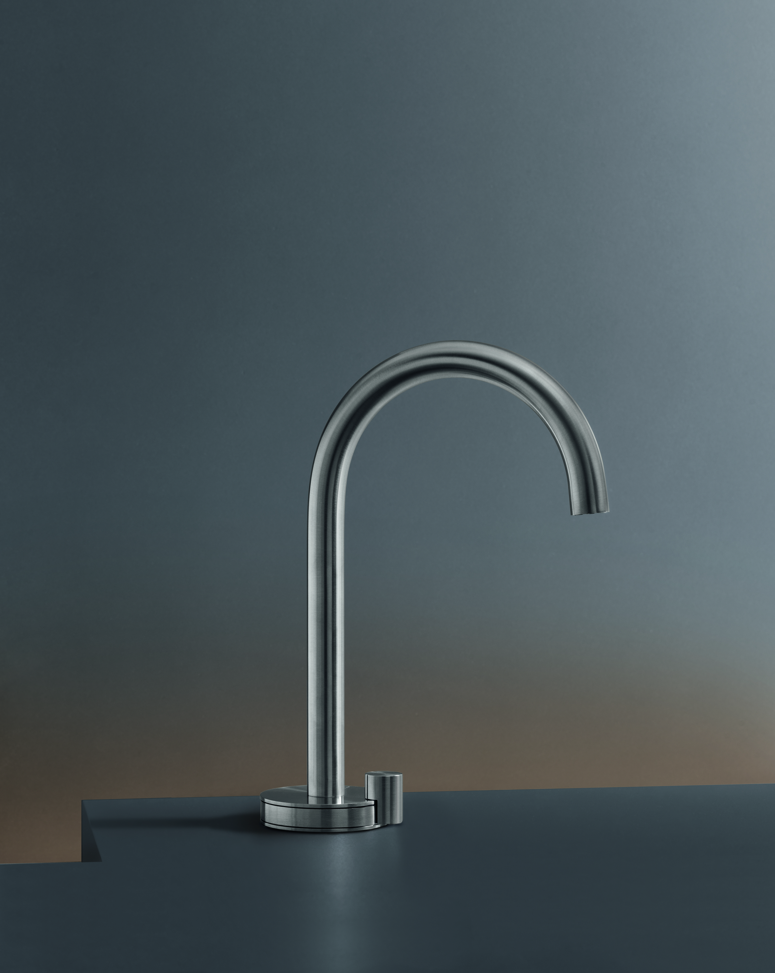 contemporary giotto deck mount faucet hydrology. Black Bedroom Furniture Sets. Home Design Ideas