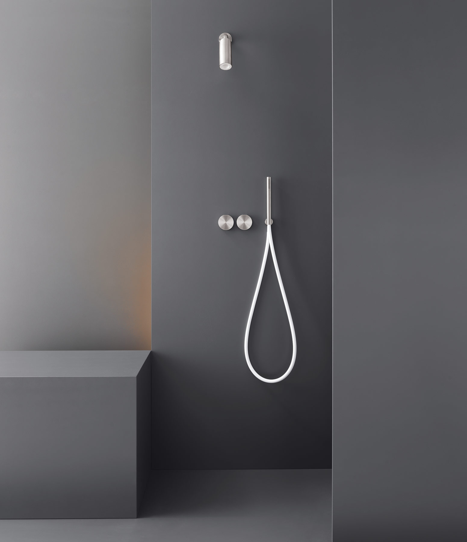 contemporary giotto wall mount shower set hydrology. Black Bedroom Furniture Sets. Home Design Ideas