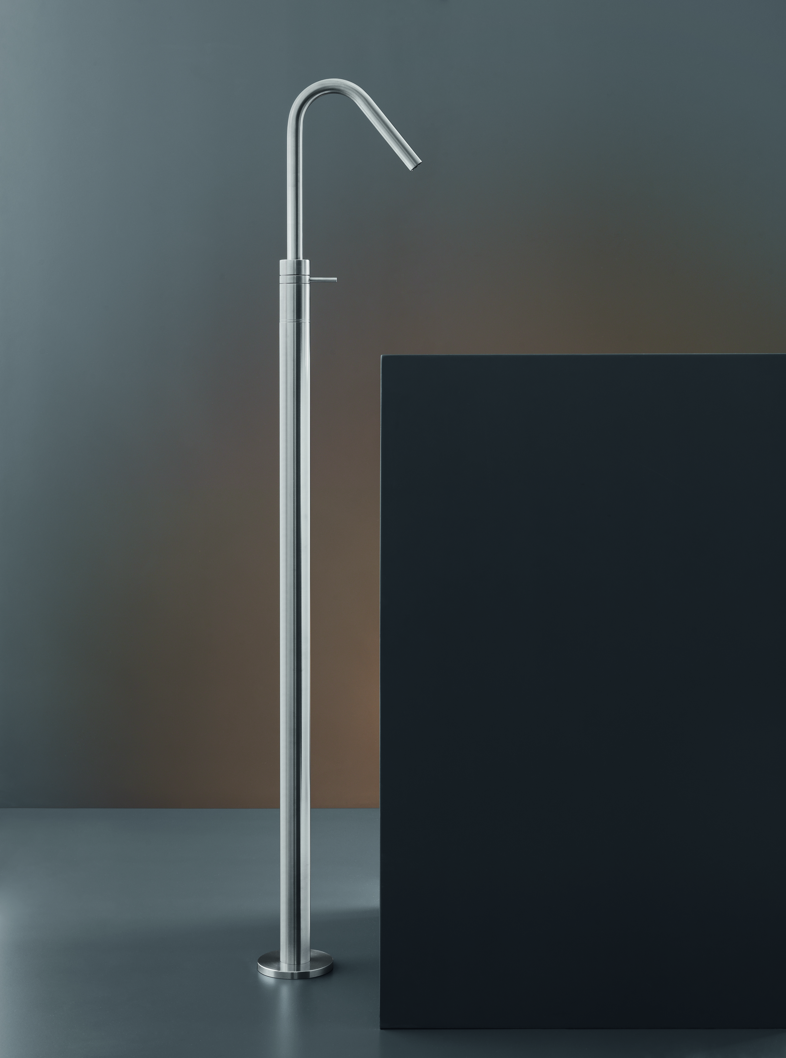 Contemporary Gradi Freestanding Faucet
