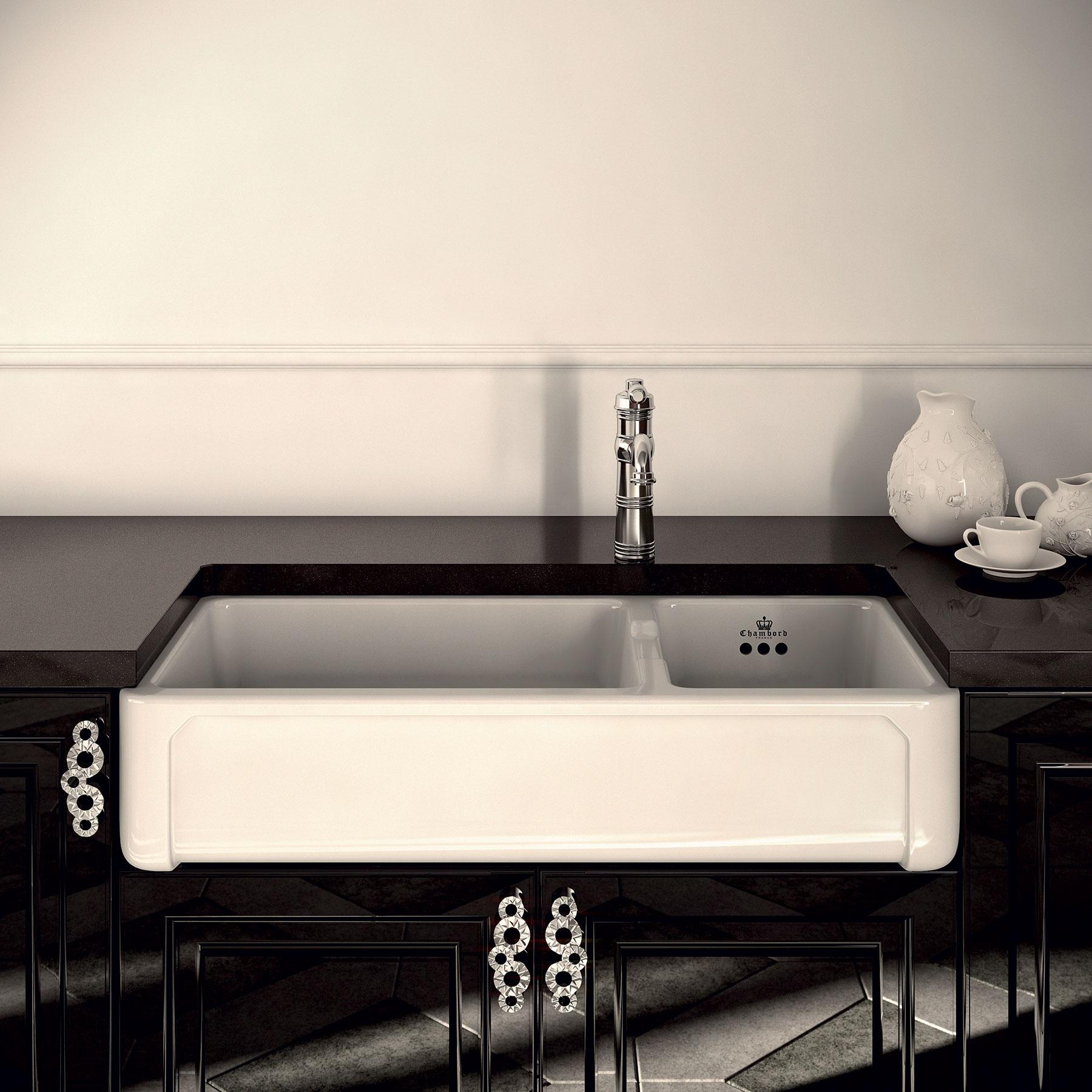 Transitional Henri III Farmhouse Kitchen Sink