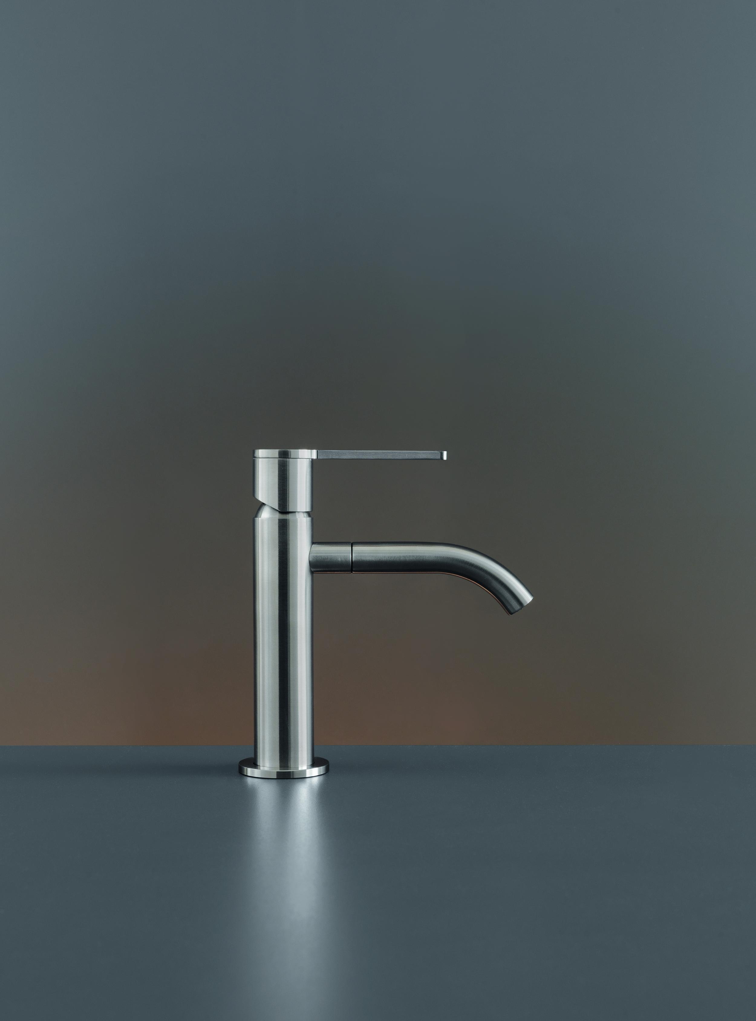 Contemporary Innovo Deck Mount Faucet