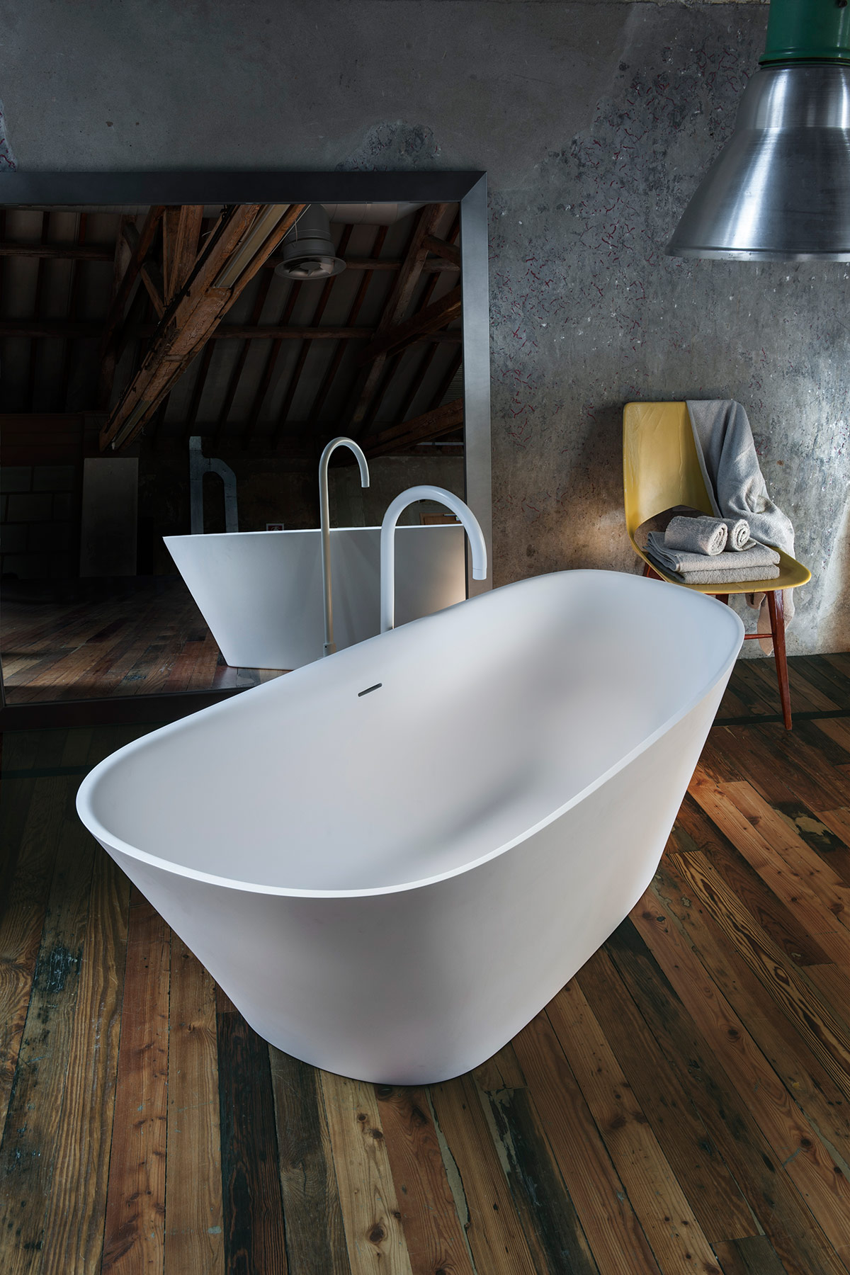 Transitional Level 45 Freestanding Bathtub