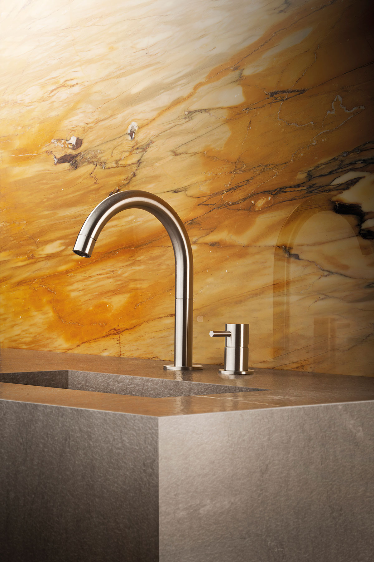 Transitional Minimal Beauty Deck Mount Faucet
