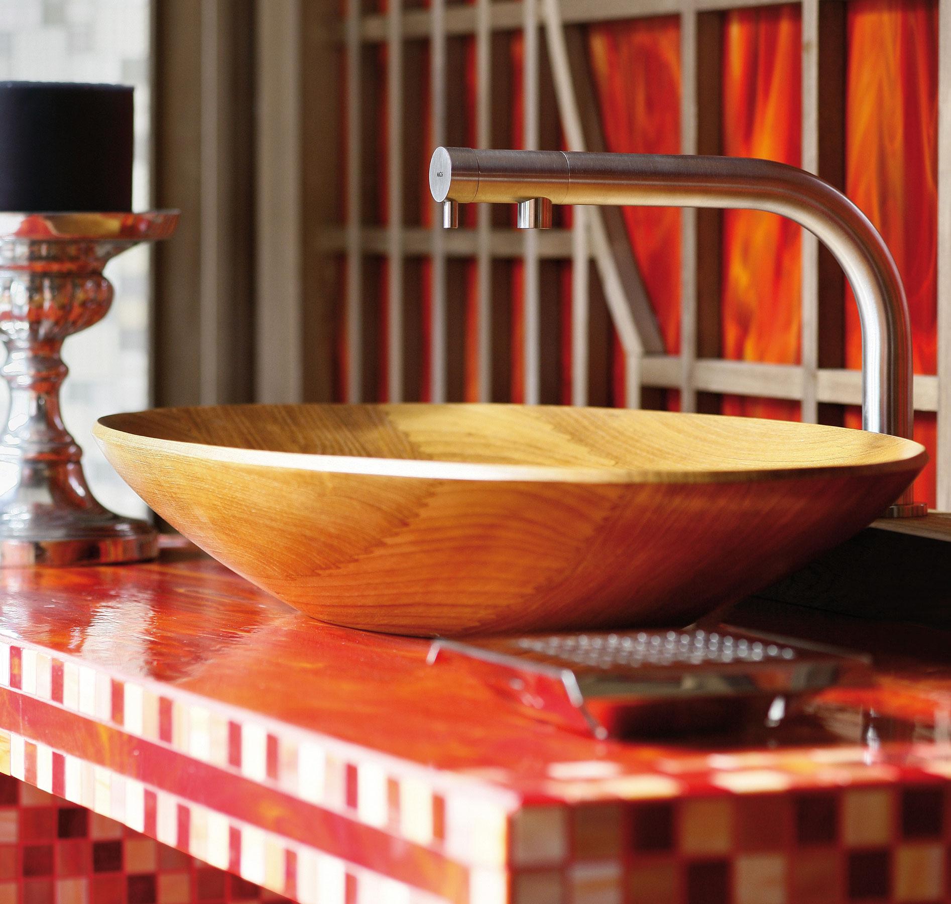Transitional Minimal Beauty Deck Mount Faucet