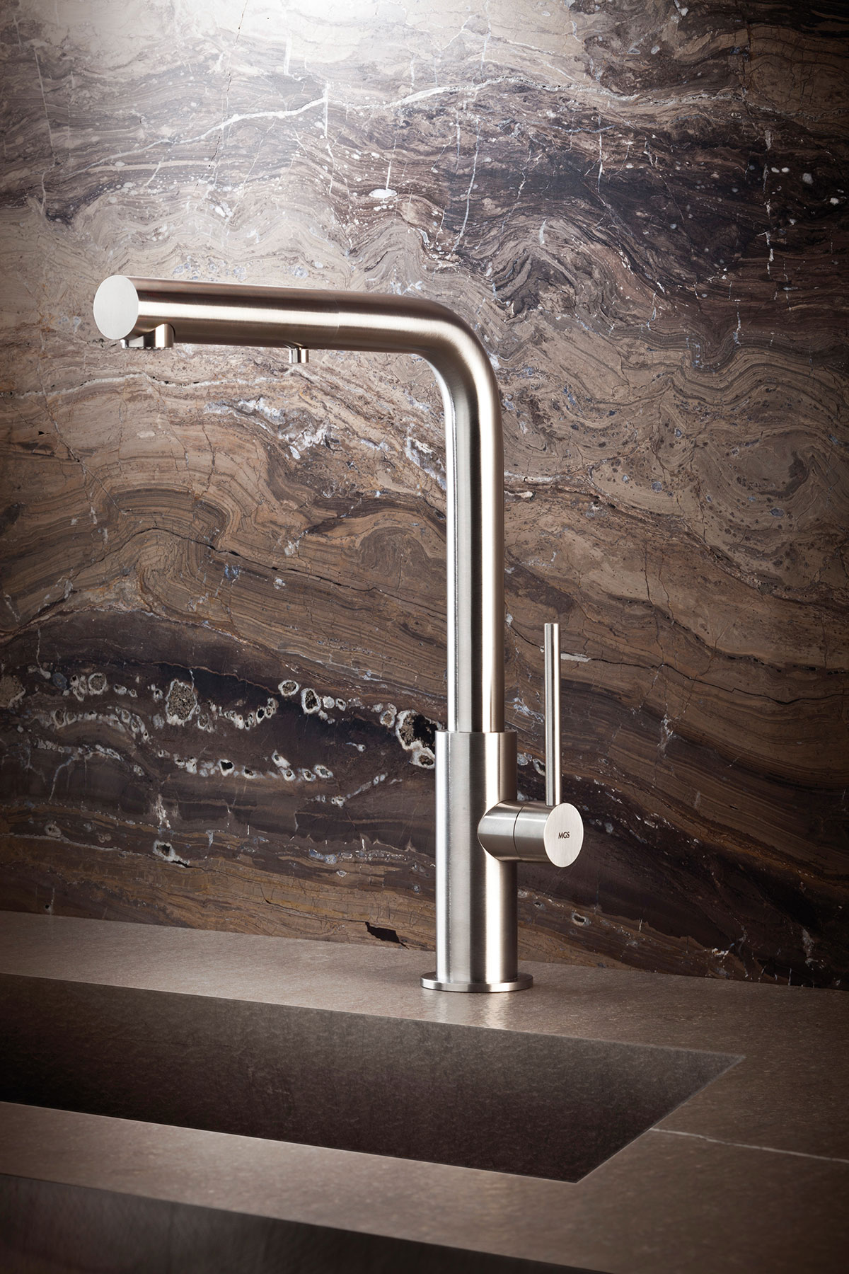 Contemporary Spin_HD Deck Mount Kitchen Faucet