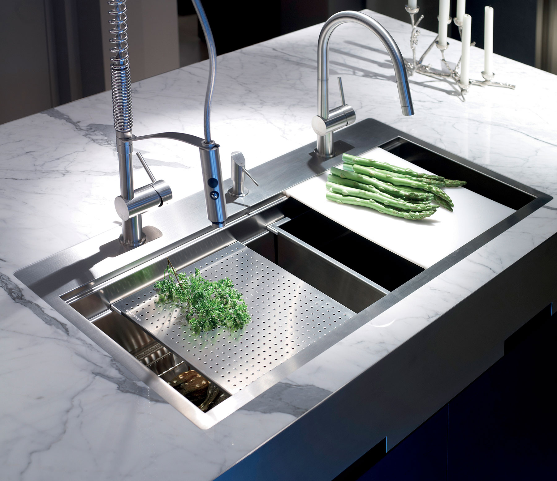 Contemporary Vela_LD Deck Mount Kitchen Faucet