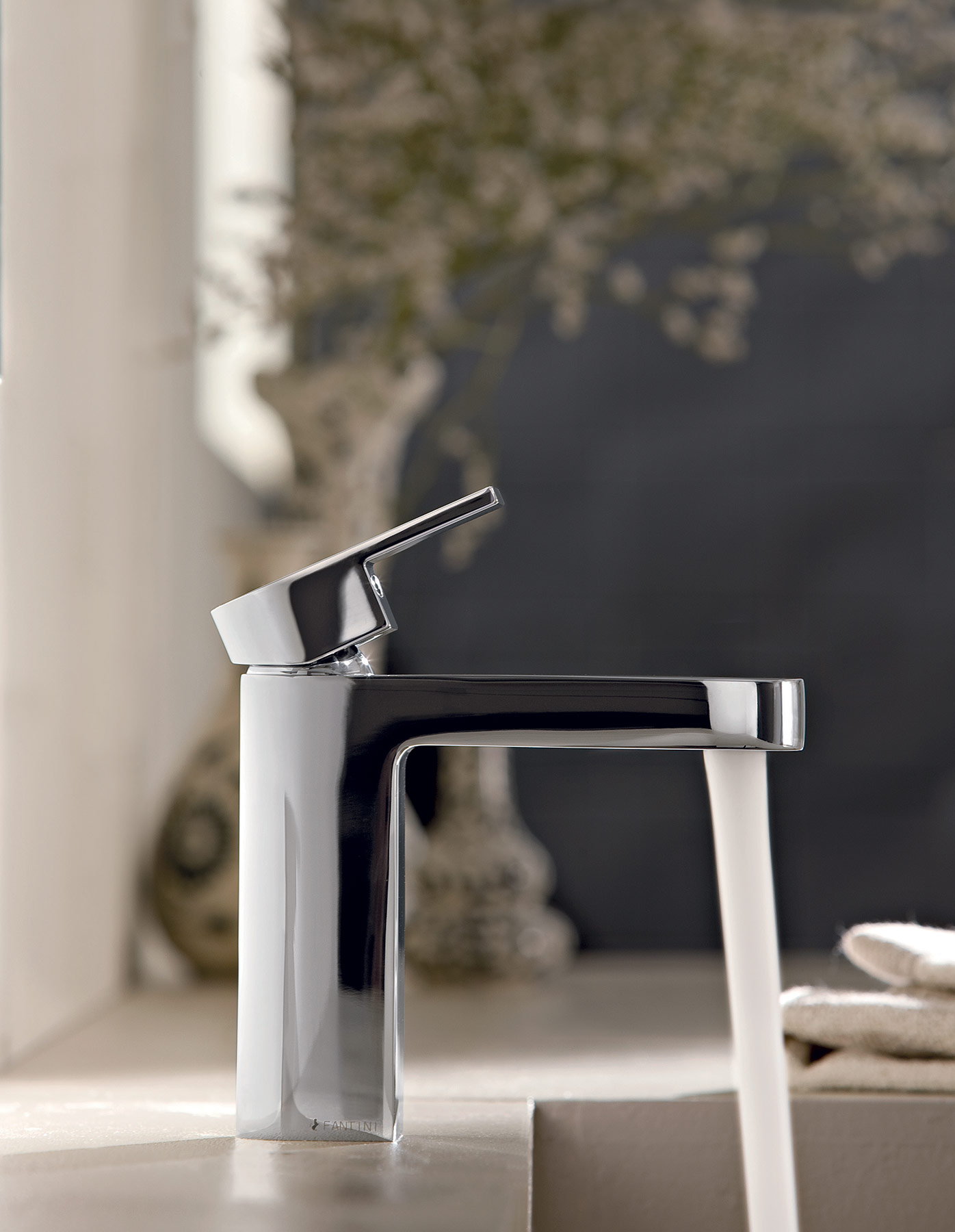 Transitional Mare Deck Mount Faucet