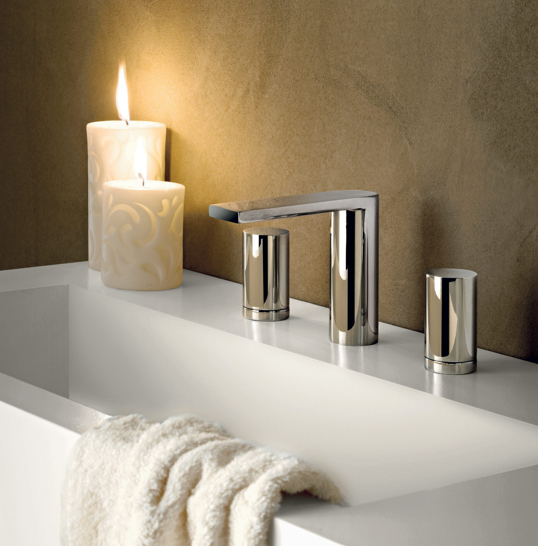 Contemporary Milano Deck Mount Faucet