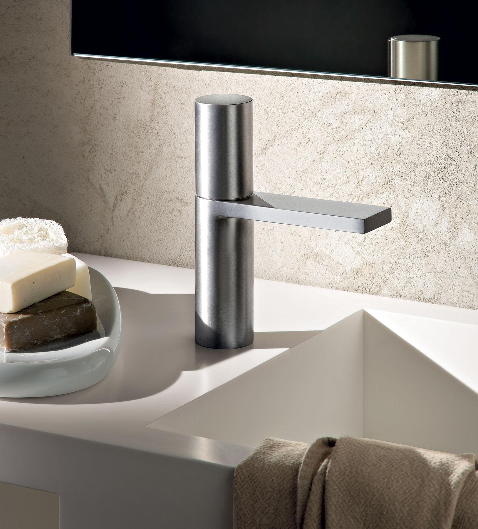 Contemporary Milano Deck Mount Faucet