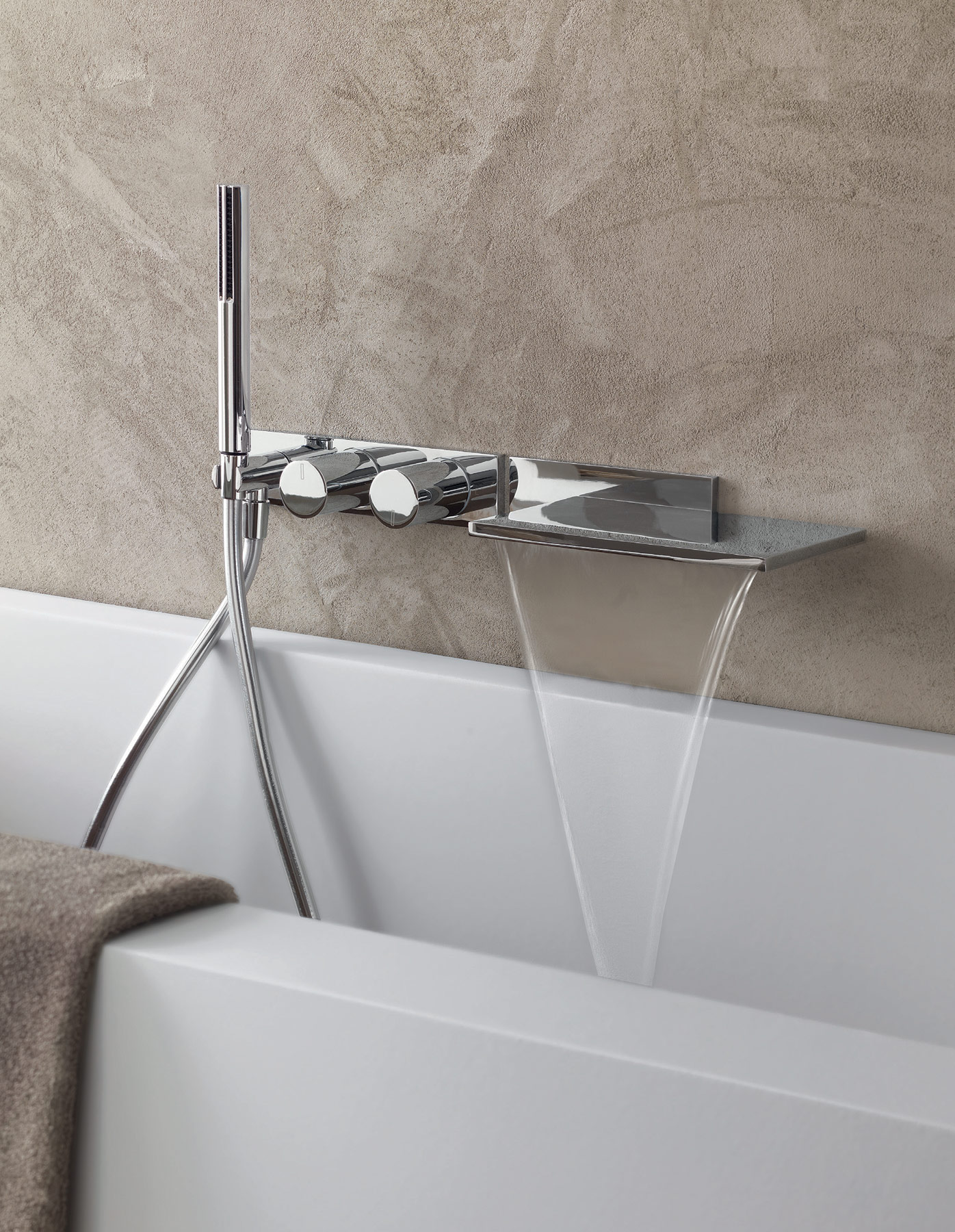 Contemporary Milano Wall Mount Tub Set