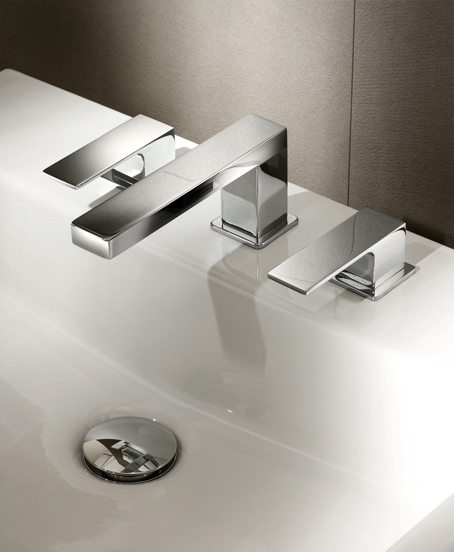 Contemporary Mint Deck Mount Faucet