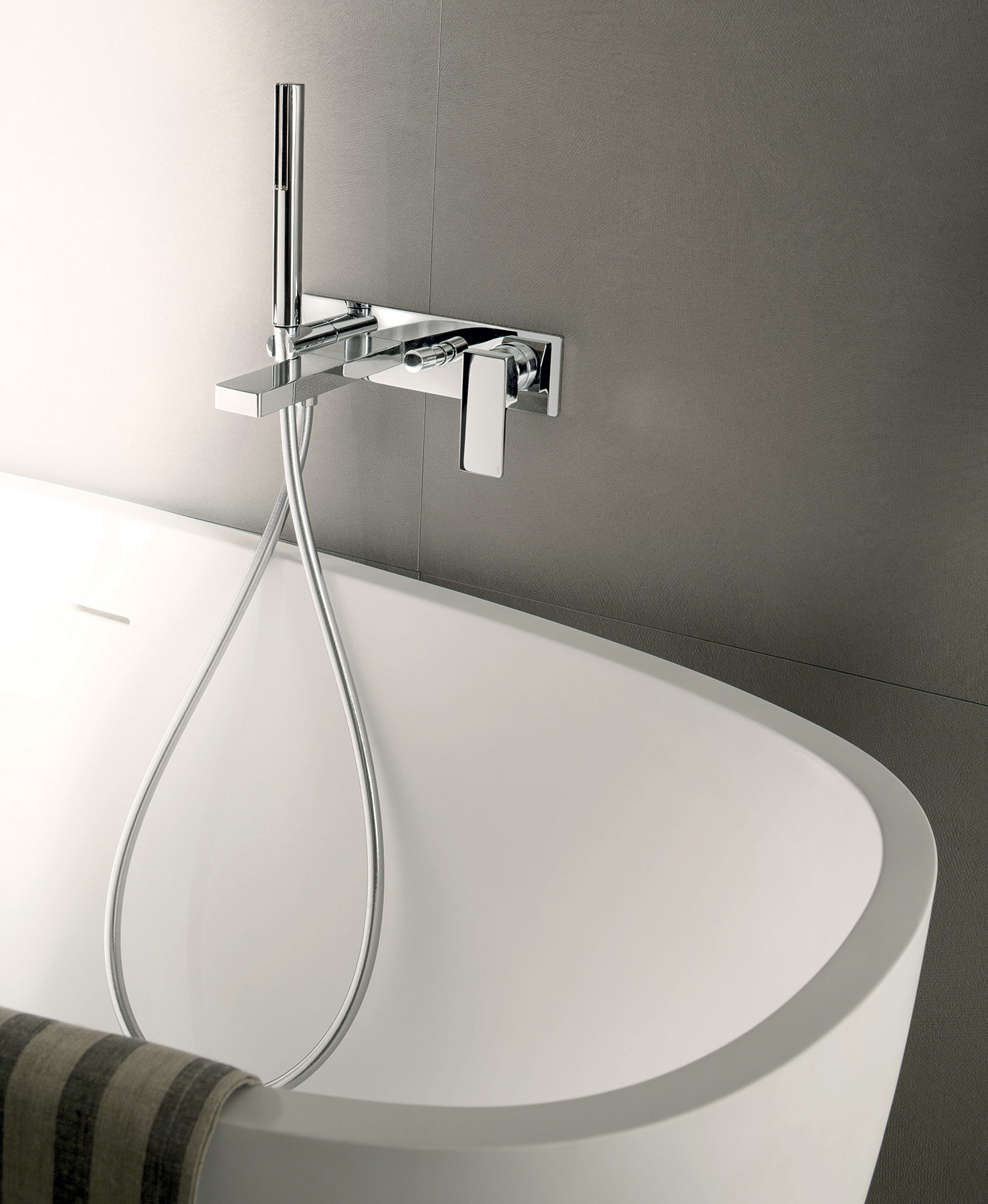 Contemporary Mint Wall Mount Tub Set