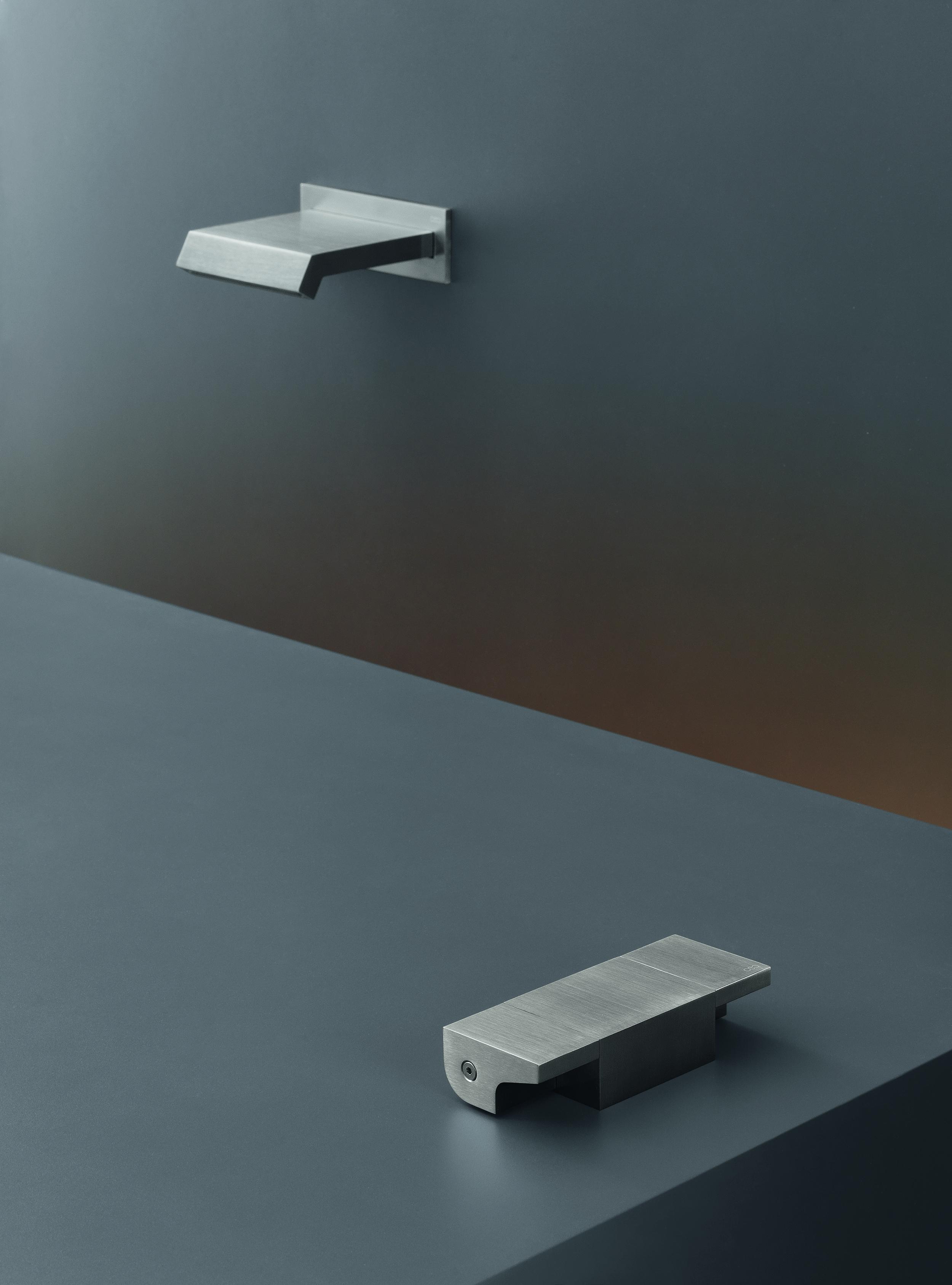Contemporary Neutra-Free Faucet Set