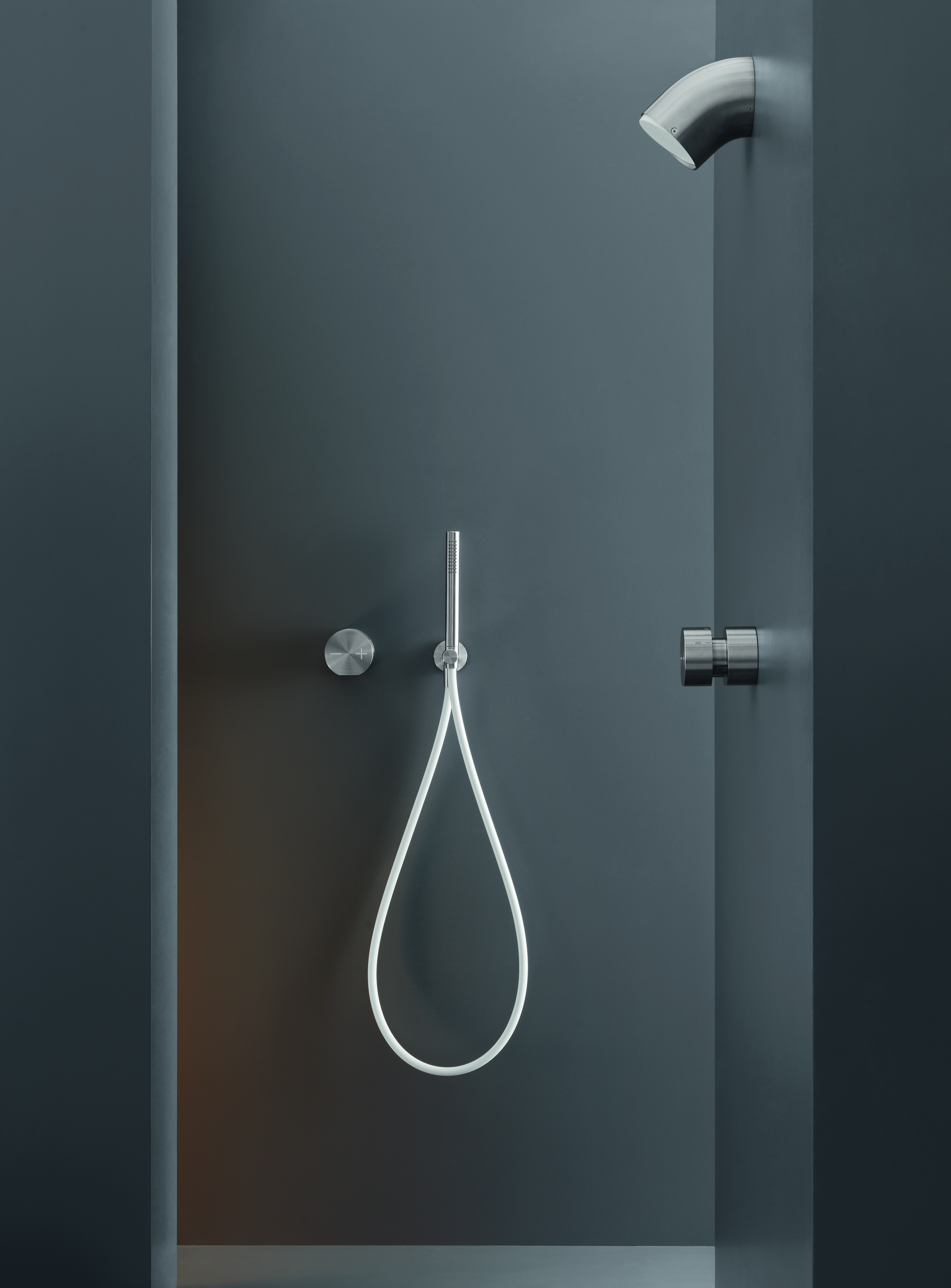 Contemporary Neutra-Free Wall Mount Shower Set