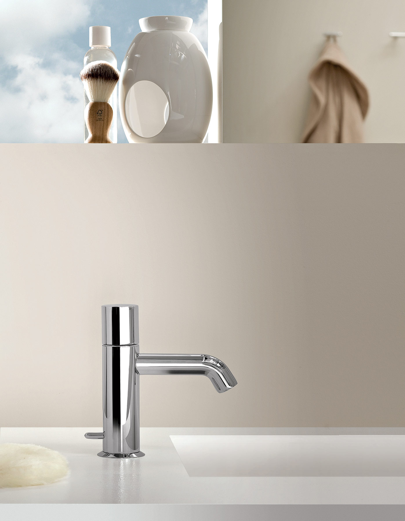 Transitional Nostromo Deck Mount Faucet