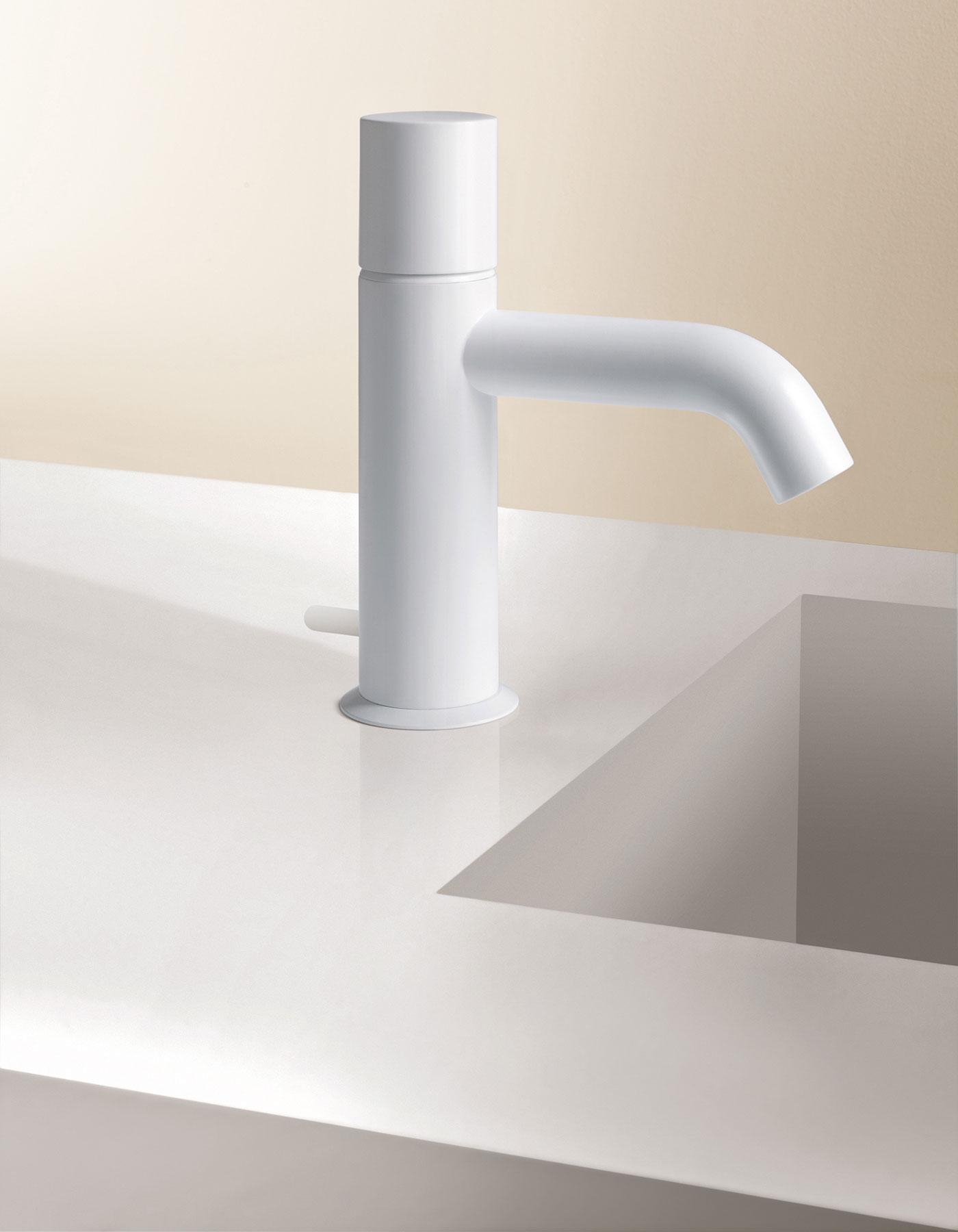 Transitional Nostromo Deck Mount Faucet