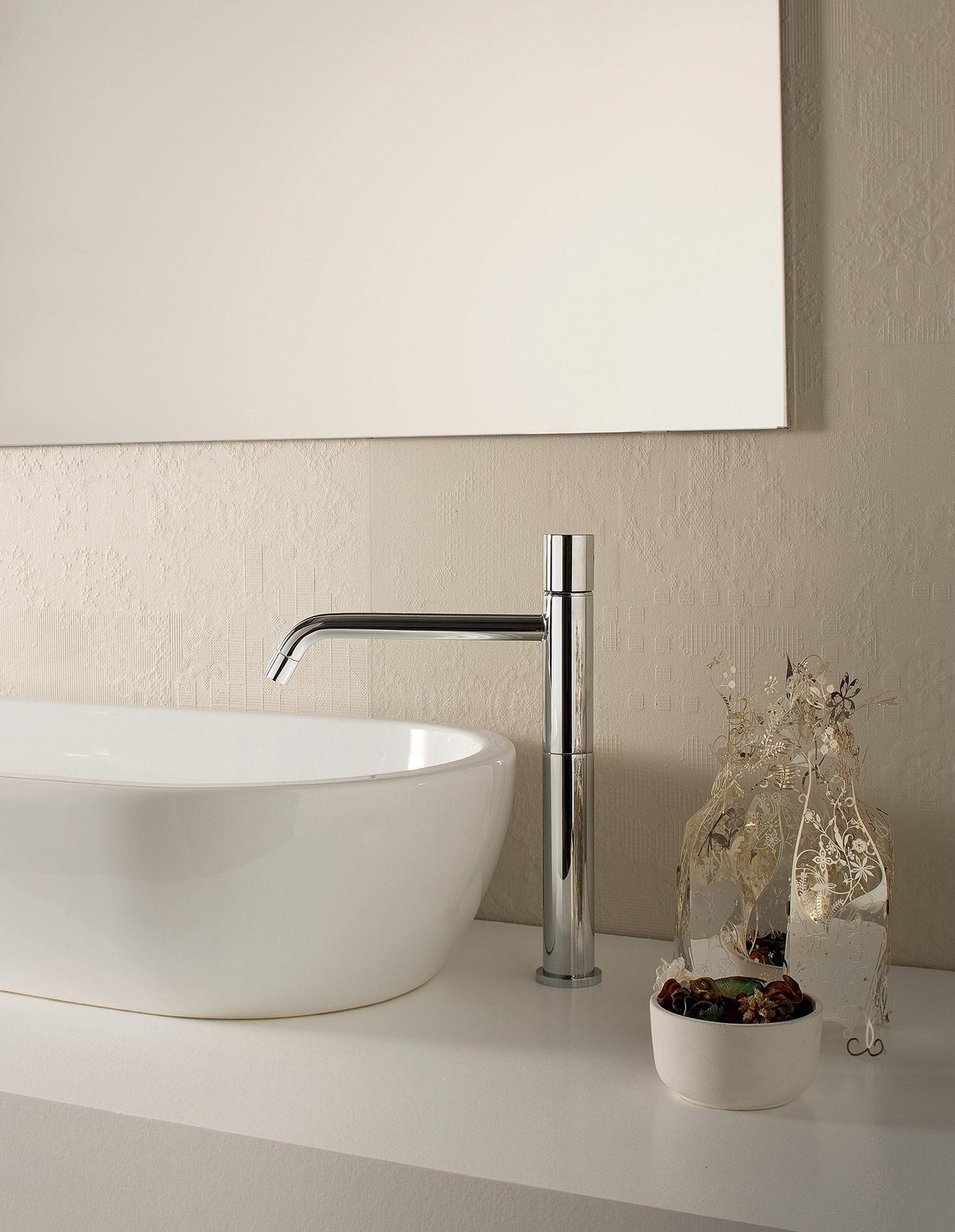 Transitional Nostromo Small Deck Mount Faucet