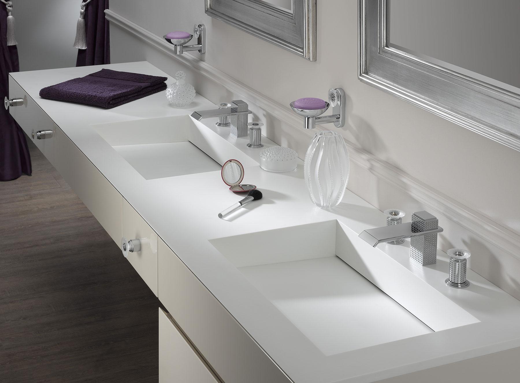 Modern Perle Medium Cabinet Knob