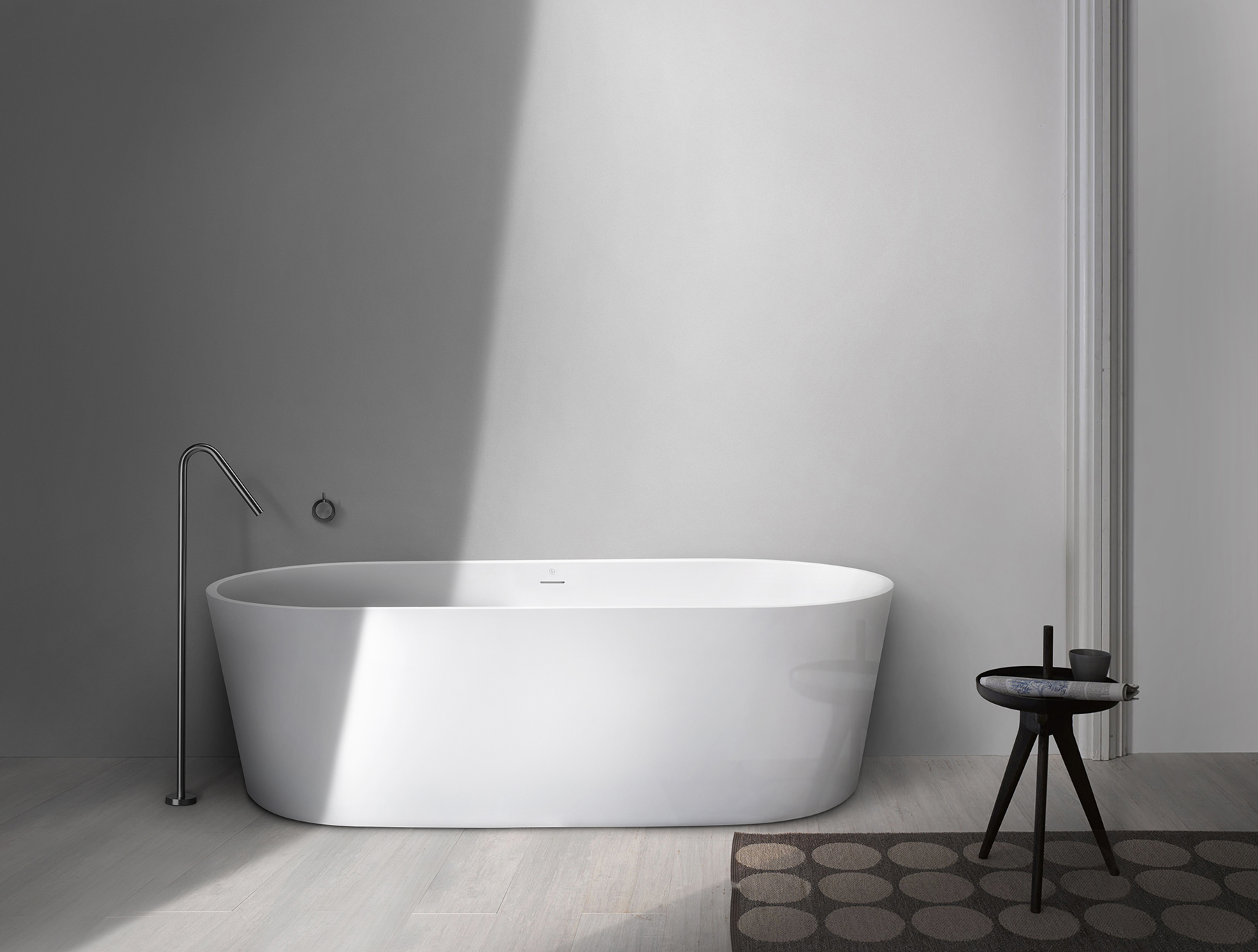 Modern Pisa Freestanding Oval Bathtub