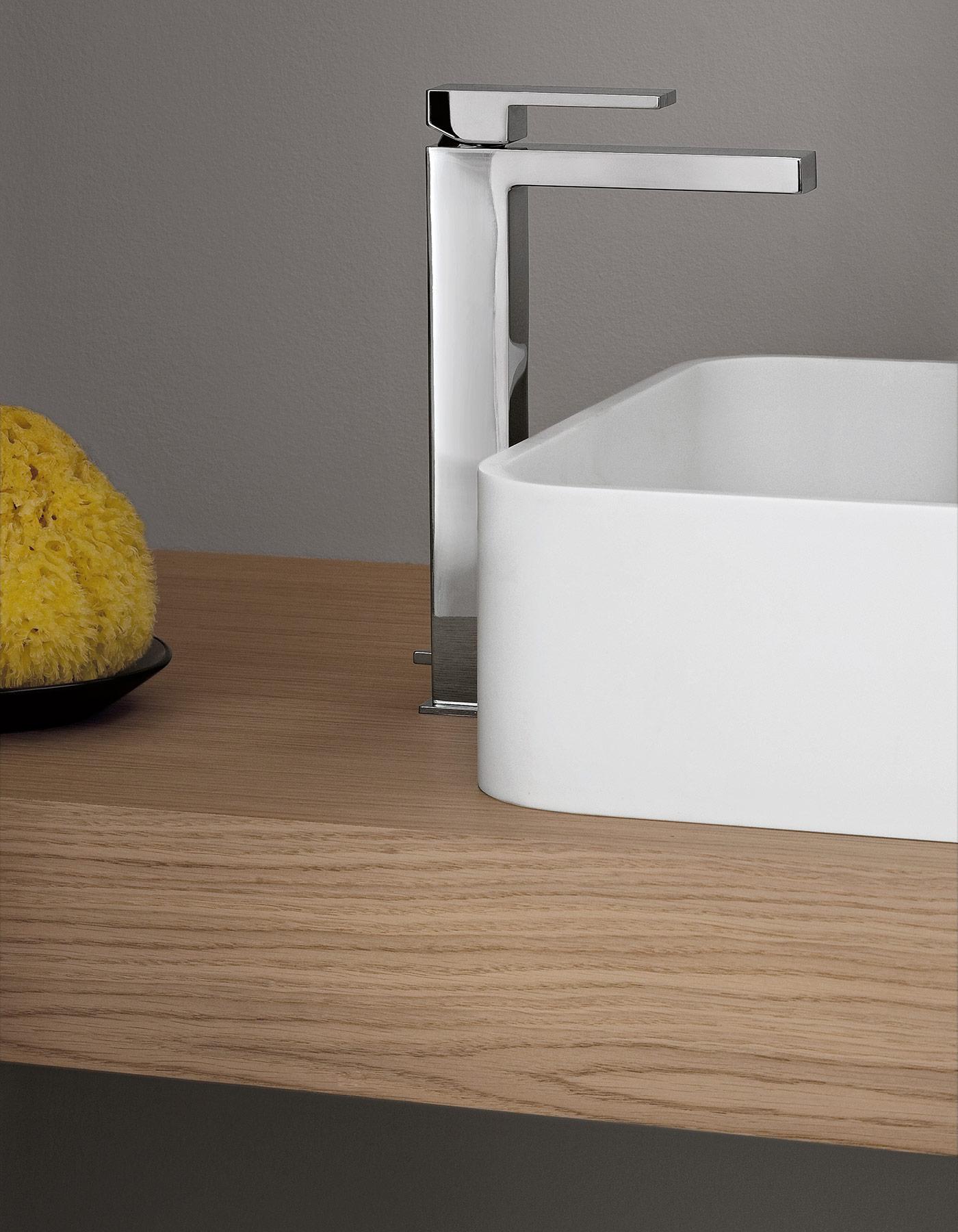 Contemporary Plano Deck Mount Faucet
