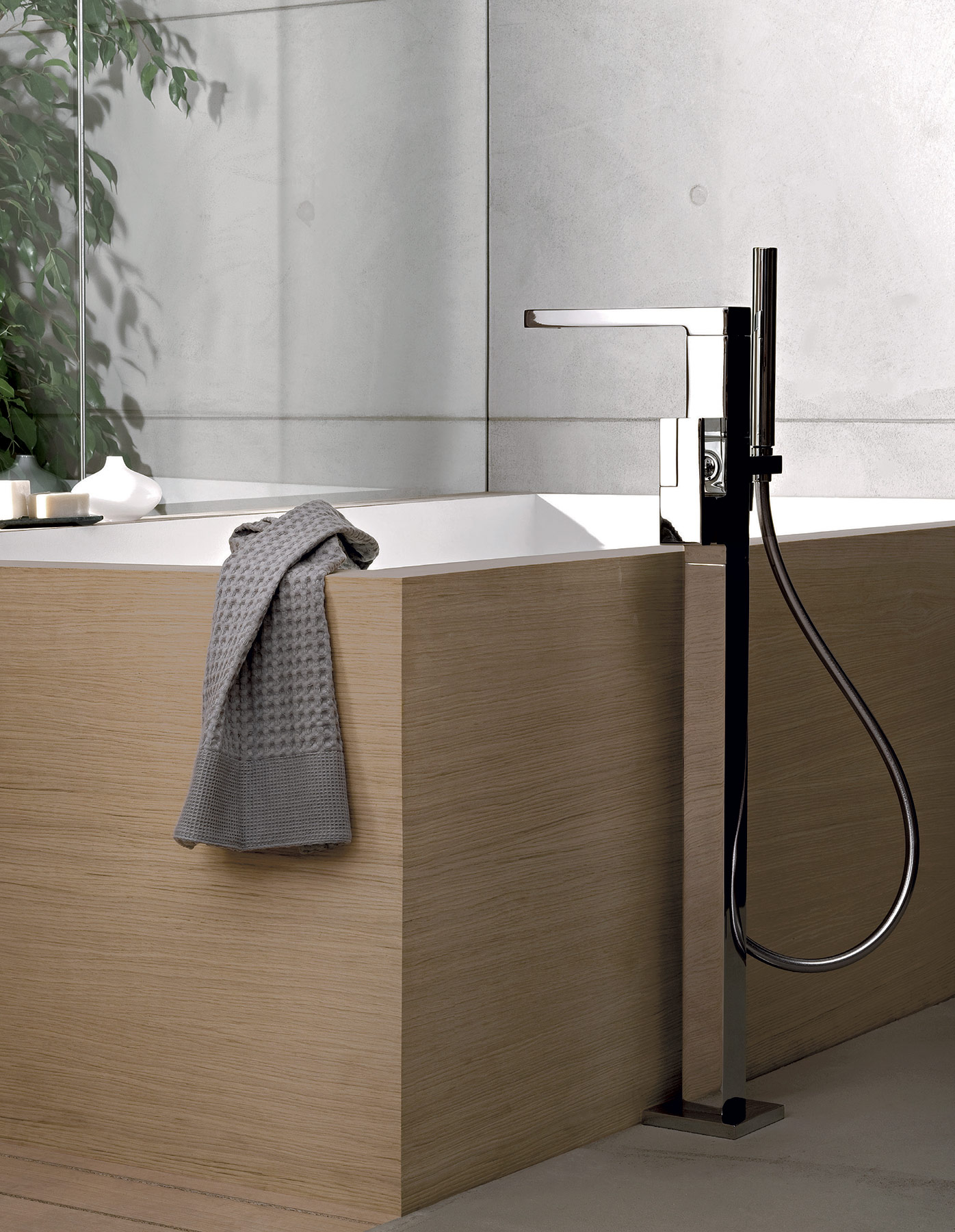 Modern Plano Floor Mount Tub Faucet