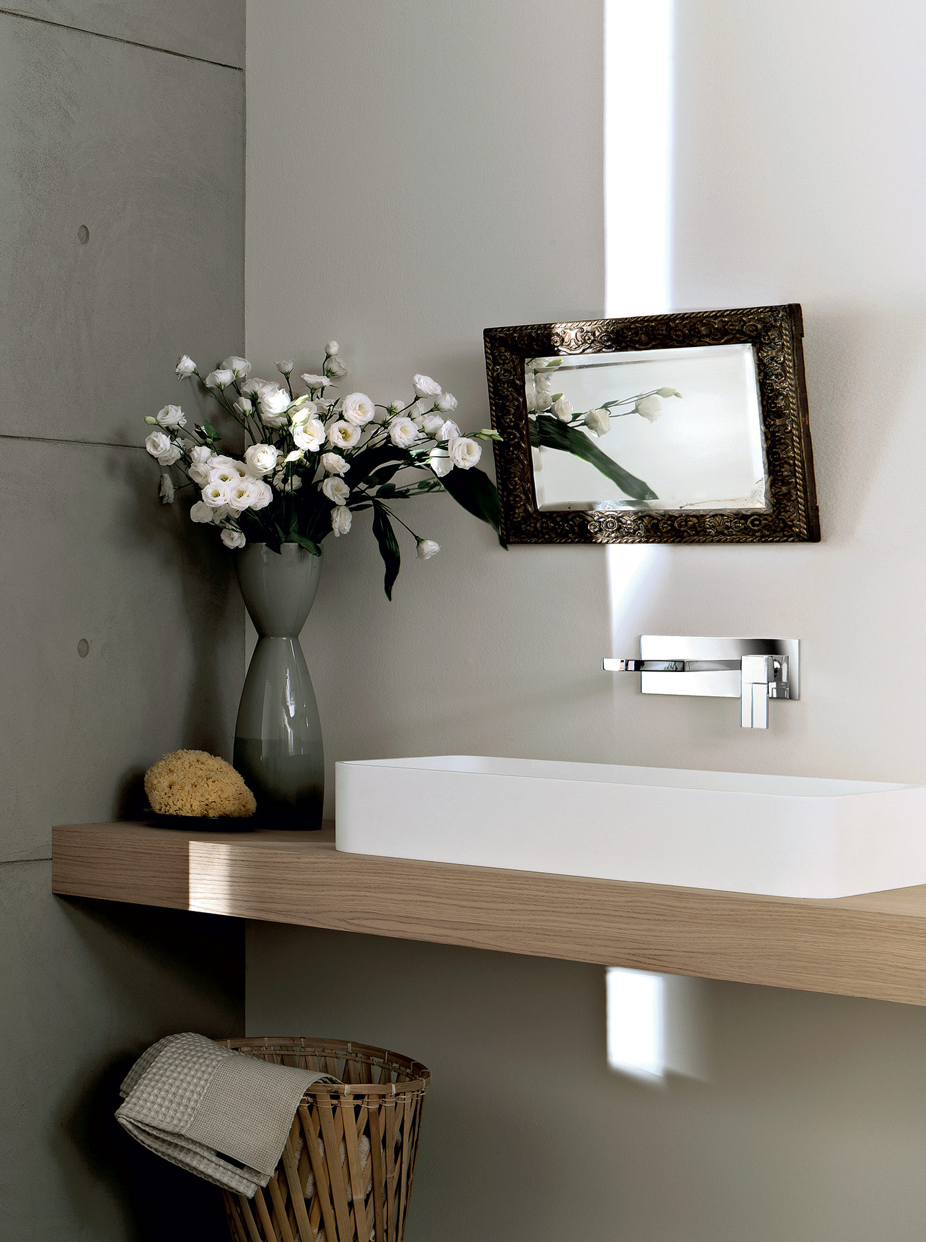 Contemporary Plano Wall Mount Faucet