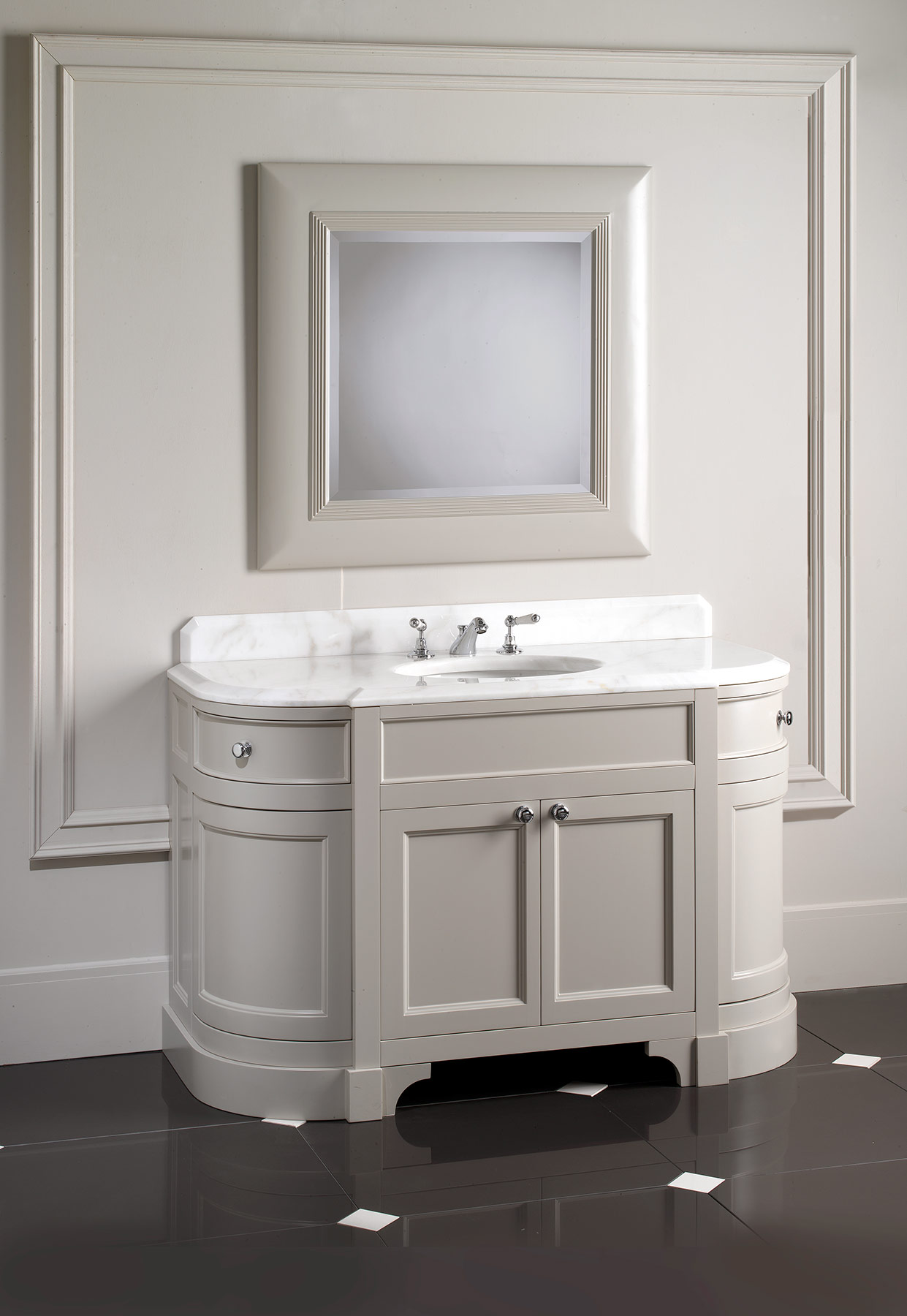 Traditional Season Floor Mount Vanity Unit